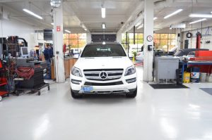mercedes SUV mechanic